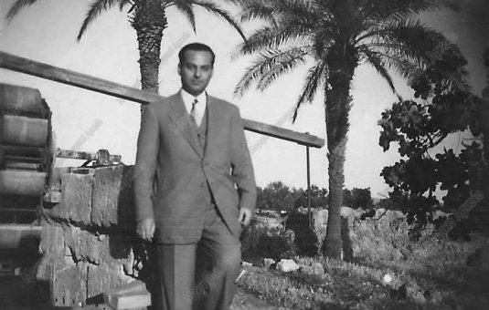 Ανδρέου, ιατρός γυναικολόγος στο πατρικό του ( Ανδρέου Περιβόλι) (Έξω Βρύση) 1948